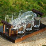 Focicsukás Pálinkás Készlet Fa Kínálóval (palack+6 pohár)