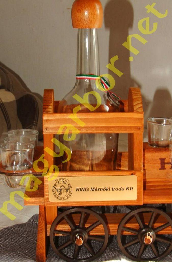 Pálinkás Készlet, Fa Mozdony 6 db Feles Pohárral és 1 db 0,7 Literes Pálinkásüveggel